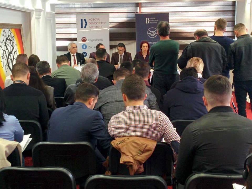 Deputetët flasin me qytetarë për dialogun