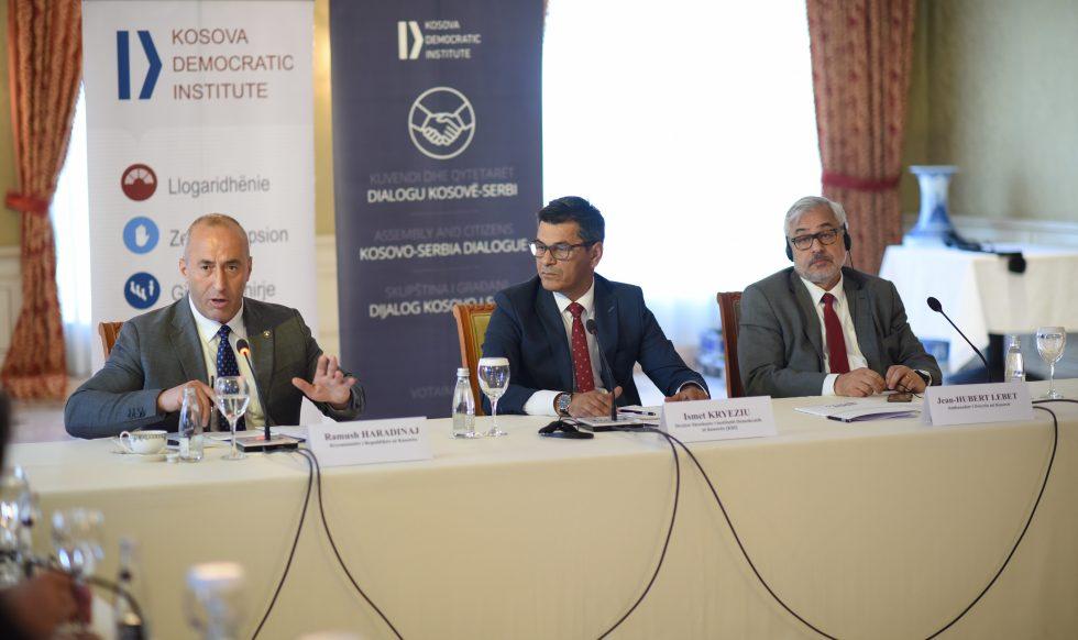 Kryeministri në tryezën e KDI-së: opozita duhet të jetë pjesë e grupit përfaqësues të Kosovës në takimin e Parisit